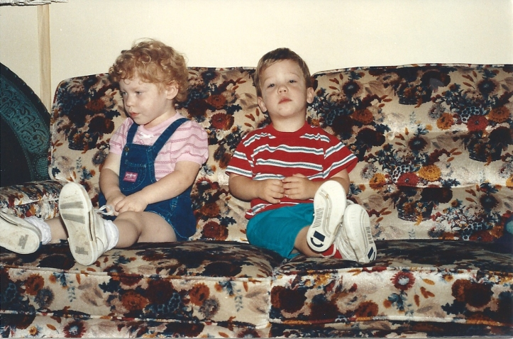 Hannah and Ammon sitting on Gma Gpa Carr couch 19910001
